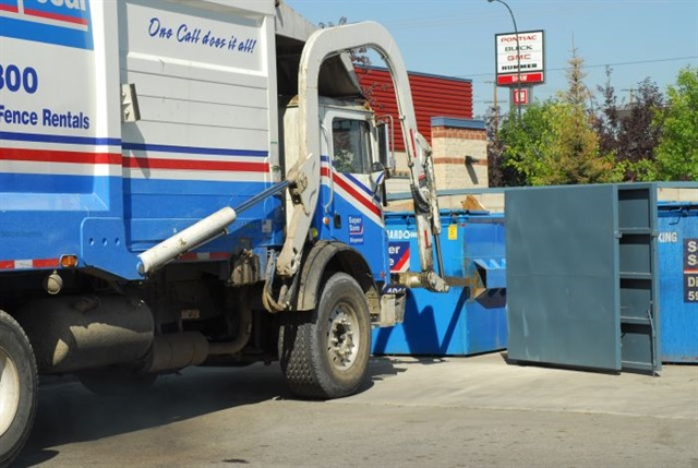 Wide-base single tires could start showing up on vocational trucks such as refuse haulers under GHG Phase 2. EPA likes the fuel efficiency, while operators like the weight savings. Photos: Jim Park