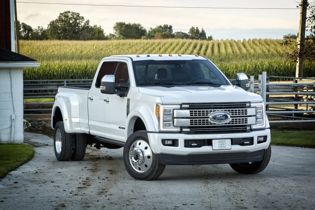 Photo of the 2017 Ford F-450 Super Duty Platinum Crew Cab 4x4 courtesy of Ford Motor Co.