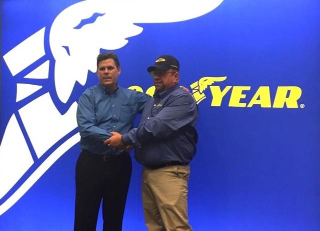 Last year's Highway Hero winner, driver David Webb of Billings, Mont., recieving his award at MATS. Photo: Deborah Lockridge