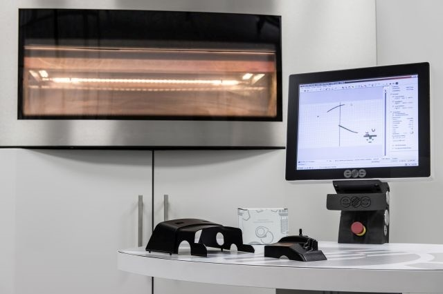 Mercedes-Benz Trucks already successfully produces 30 spare parts with the latest 3D SLS printing processes. Photo: Daimler