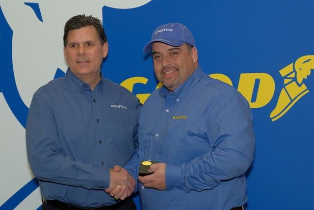 Gary Medalis (left), Goodyear marketing director, congratulates the 2018 Highway Hero Award winner, Frank Vieira of Hamilton, Ontario, Canada. Photo: Jim Park