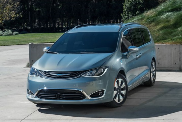 Photo of 2017 Chrysler Pacifica Hybrid courtesy of FCA.