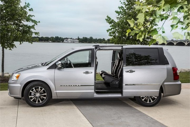 Photo of 2016 Chrysler Town & Country courtesy of FCA US.