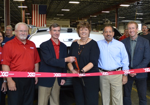 (Left-Right) Auto Truck Group Vice President of Sales Dennis Jones, President Jim Dondlinger, Kansas City GM Jenny Skrbina, ARI President Carl Ortell, Vice President of Auto Truck Group Operations Pete Dondlinger cut the ribbon to officially open the facility. Photo: Chris Wolski