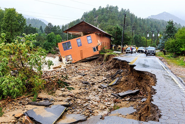 Road damage in Jamestown, Colo., caused by Boulder County flooding in September 2013. Photo by Steve Zumwalt/FEMA via Wikimedia Commons.