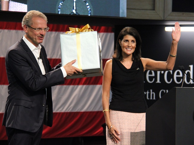 South Carolina Gov. Nikki Haley (right) presents a gift to Volker Mornhinweg, Head of Mercedes-Benz Vans. Photo: Paul Clinton