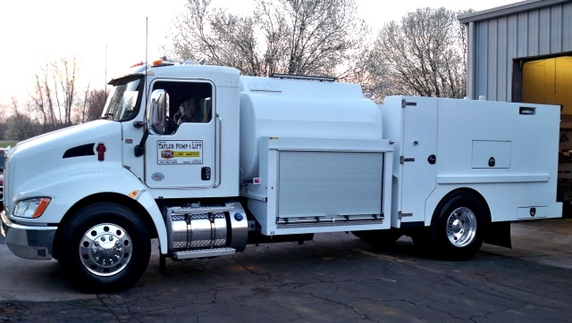 Image of T370 Lube Truck from Taylor Pump & Lift courtesy of Kenworth