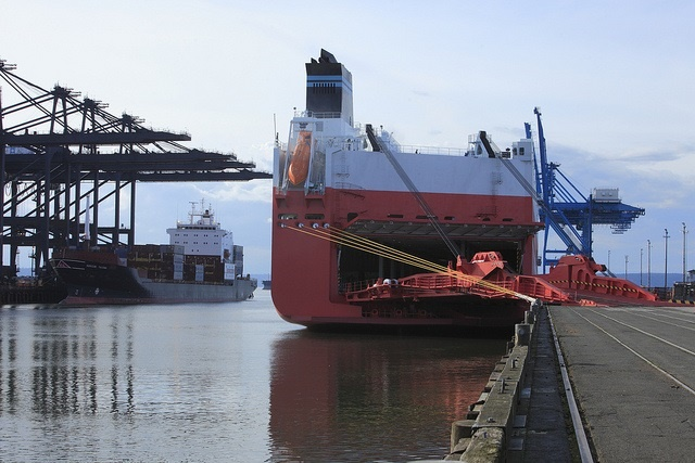 Independent truck drivers at the Port of Tacoma say that regulations requiring new, clearner trucks, are too costly for them to comply with. Photo: Port of Tacoma
