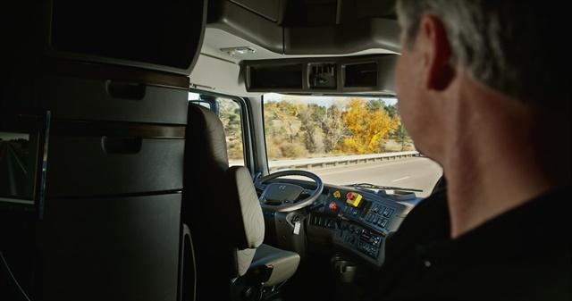 Truck driver monitoring a 120-mile autonomous truck demo trip run in Colorado last year. Photo: Uber (Otto)