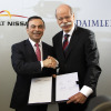 Carlos Ghosn (left), chairman and CEO of Renault-Nissan Alliance, and Dr. Dieter Zetsche, chairman and CEO of Daimler AG, signed the contract April 7, 2010. (Photo credit: Daimler)